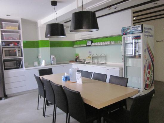 Wink Hostel: 厨房餐厅