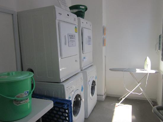 Wink Hostel: 洗衣间