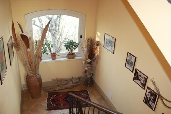 "B&B ""il MOLINO"" Residenza Storica: One corner of stairs"