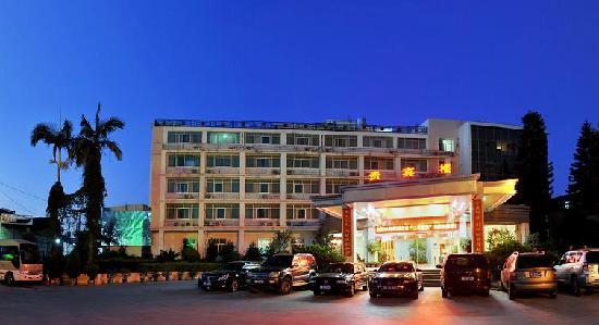 Xianyou Hotel (Baerwu Main Street): 车场