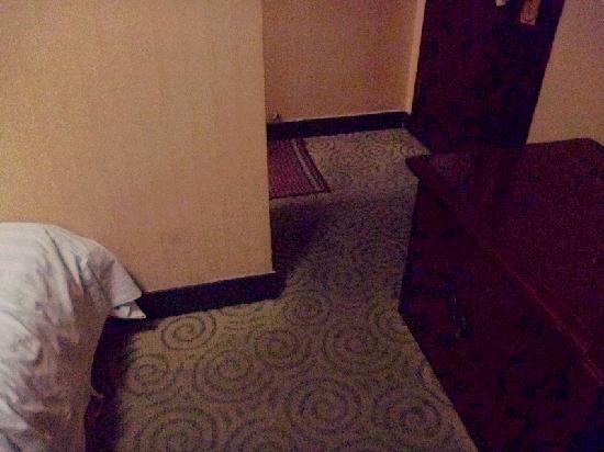 Gelin Hotel : 三、没有任何地方可以挂衣服,别说洗衣服了;p4
