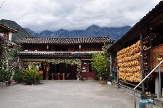Naxi Family Guesthouse: 小院