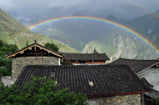 Naxi Family Guesthouse: 在走廊上看彩虹