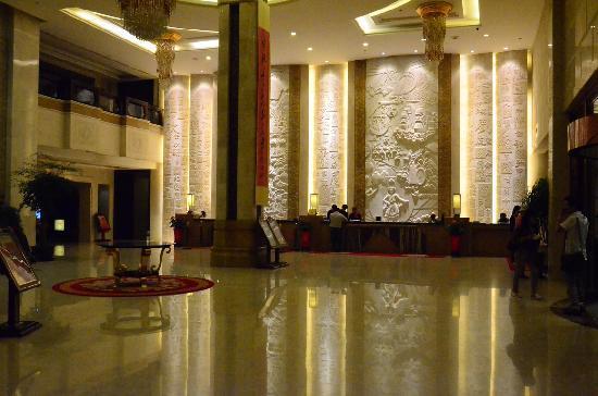 Hongrun Huaxia Hotel: 大堂