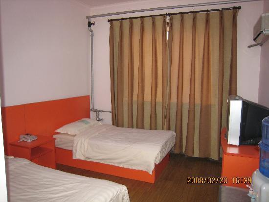 Zhongchu Hotel: 标准间B