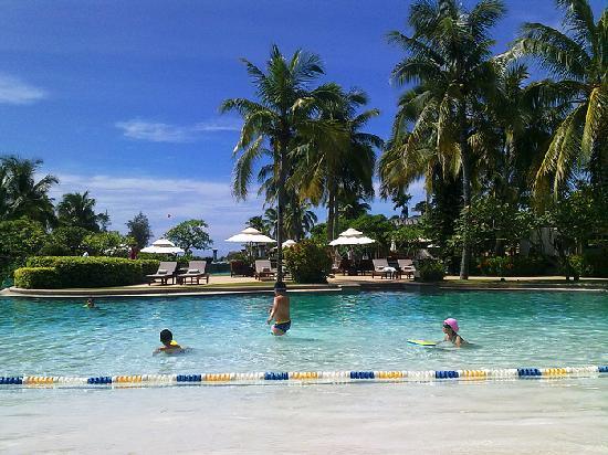 Hilton Sanya Yalong Bay Resort & Spa: 女儿和刚认识的小朋友