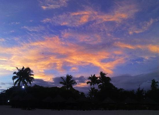 Hilton Sanya Yalong Bay Resort & Spa: 傍晚跟老婆在海滩上散步 还是很舒心的