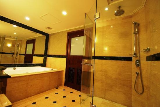 Rido Hotel: 歐式客房浴室