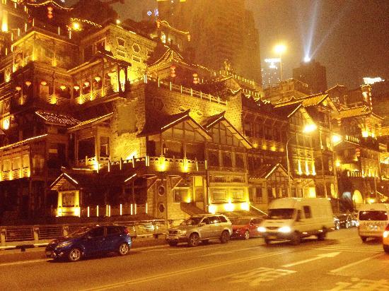 Hongya Cave: 所谓的流光溢彩
