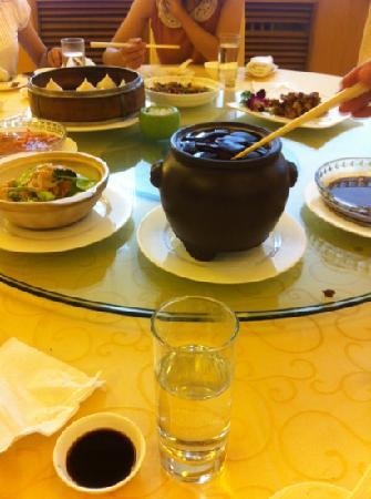Changzhou Hotel: 红烧肉,团子