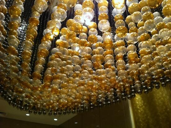 Hangzhou Hotel: 楼层的水晶灯