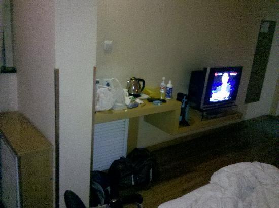 Qianhong Business Hotel: 2012-07-29_22-59-36_970