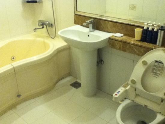California Hotel: 卫生间较大