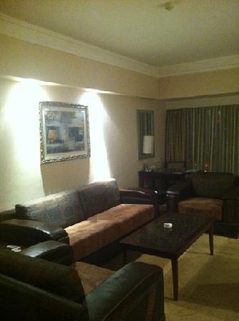 Jinjiang Generation Commercial Hotel : 套房外间