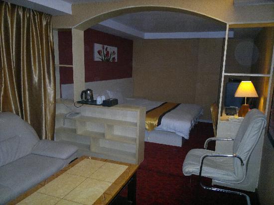 Huafeng Hotel Nanyuan Road: 豪华客房1