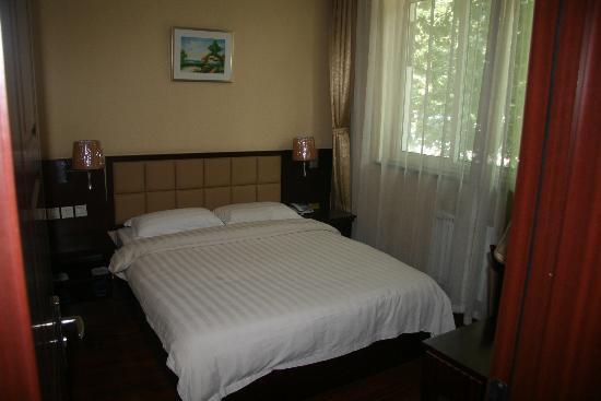 Changfeng Hotel: 套件卧室