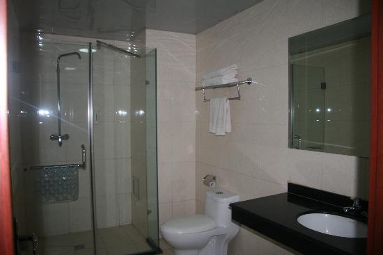 Changfeng Hotel: 卫生间