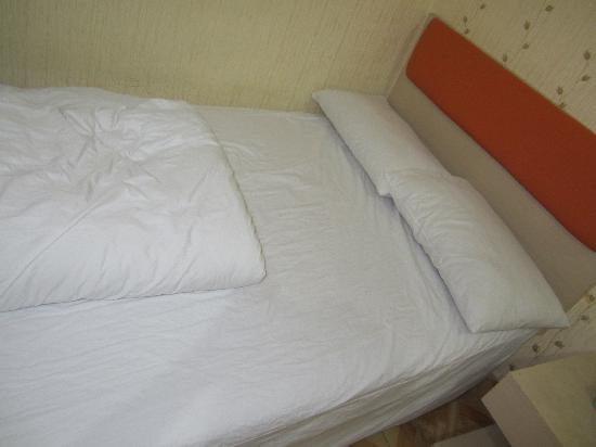 Junle Business Hotel Shantou Tianlong Building: 床,靠近厕所