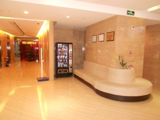 Holiday Inn Express Sanlin Shanghai: 大厅