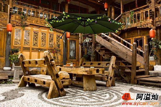 Caogao Xuejing Inn: 客栈院子