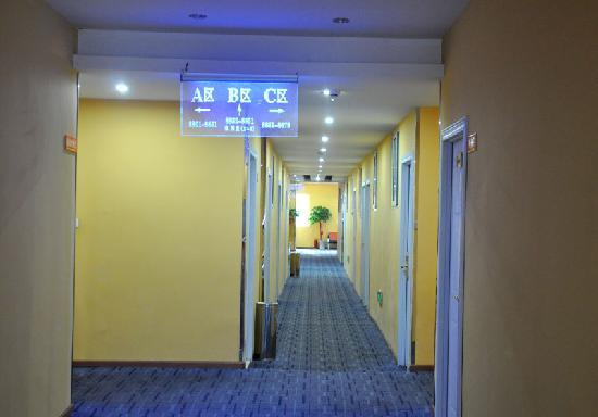 Kaibang Express Hotel: 房间走廊