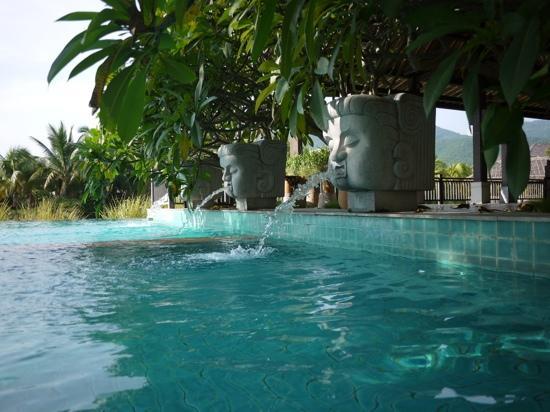 ย่าหลงเบย์ วิลล่าแอนด์สปา: 泳池