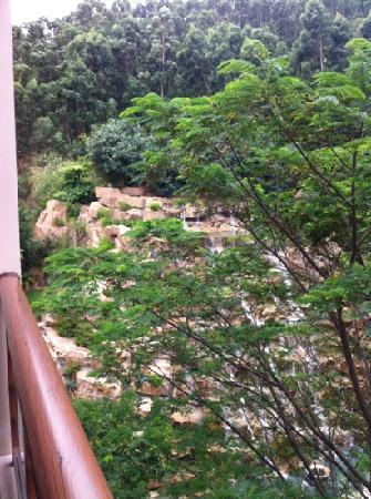 Xiamen Xinyi Hotel : 这个小瀑布很吵