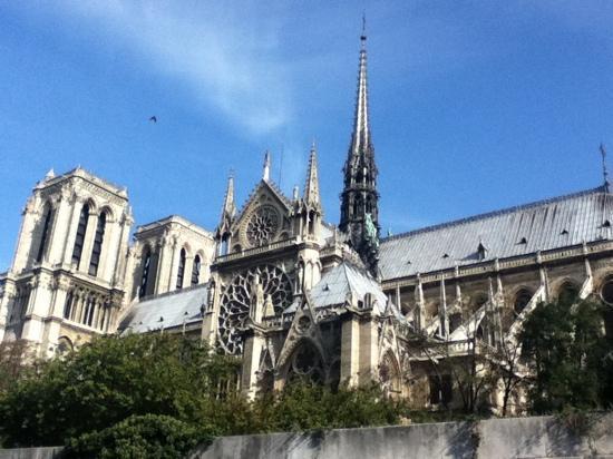 "Hotel de Notre Dame ""Maitre Albert"": 巴黎圣母院"
