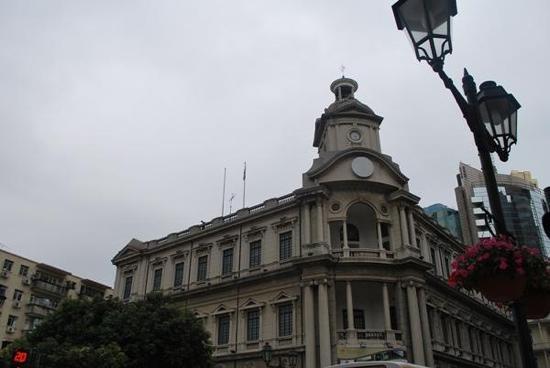 Post Office: 邮政局