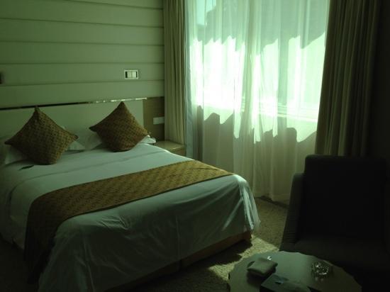 The Center Hotel: 房间小,设备一般,服务好