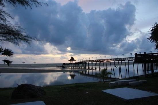 Hotspring Beach Resort & Spa: 我悄悄走进,生怕打扰日落的美。