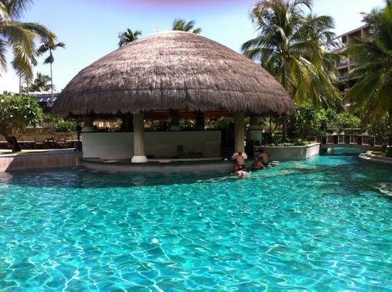 Hilton Sanya Yalong Bay Resort & Spa: 泳池吧