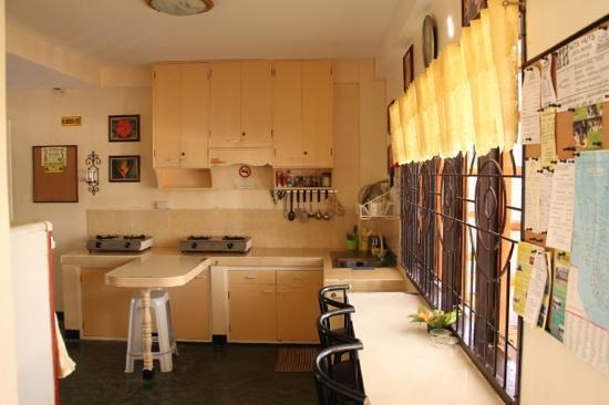 Citadel Alona Inn: 公用厨房