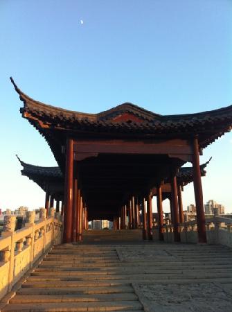 Ligong Dam: 李公堤上的庭桥