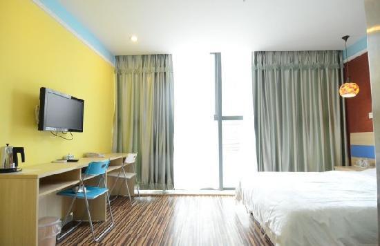 Yunlai Hotel : 精装标准大床