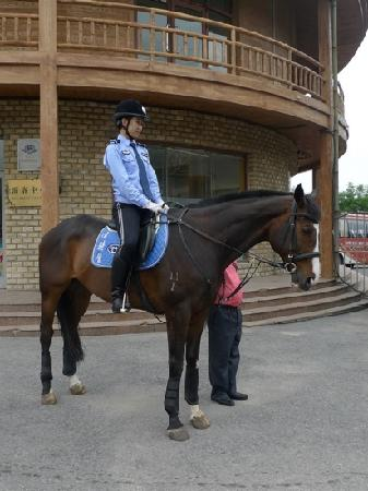 ‪Dalian Mounted Policewoman Base‬