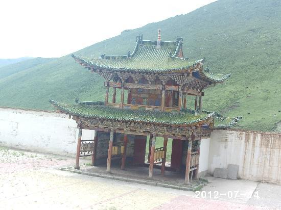Xinghai County, Trung Quốc: 赛宗寺一隅