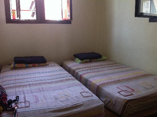 Tang House: 整洁紧凑的房间