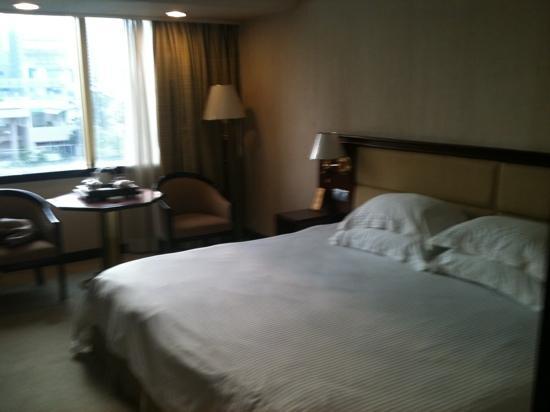 Fuhua Hotel: 标间房超大