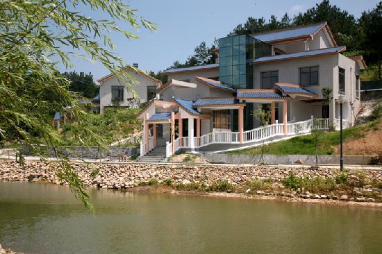 Xiyou Shenhua Shijia Nverguo Hotel : 湖岸别墅