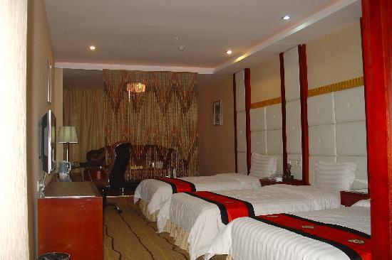 Huaxia Century Business Hotel: 三人房