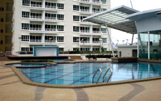 F & K Residences : 泳池及保健室