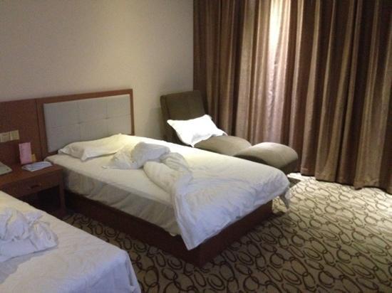 Gutong Holiday Hotel: 房间较大