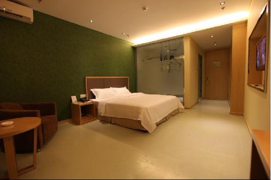 Ganzhi Shidai Business Hotel: 大床房,1张1.8m的大床