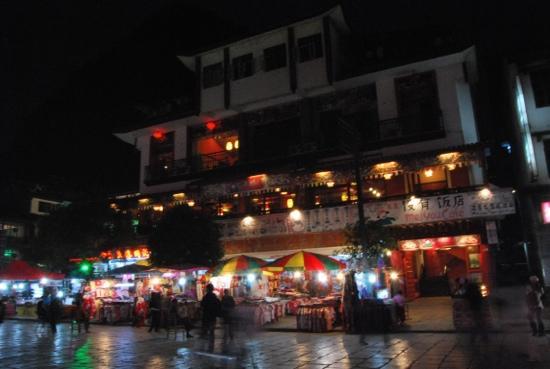 Yangshuo West Street Hotel: 夜晚