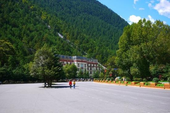 Jiuzhaigou Scenic Area Administration Heye Guests Hotel: 山里的荷叶迎宾馆