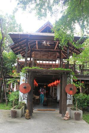 Chompor Lanna: 一进大门