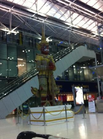 Chaba Suvarnabhumi Airport: 曼谷机场出发大厅