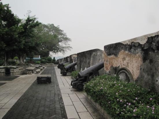 Monte Forte (Fortaleza do Monte): 大炮台