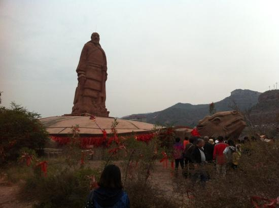 Mengmen Mountain: 孟门山—大禹像